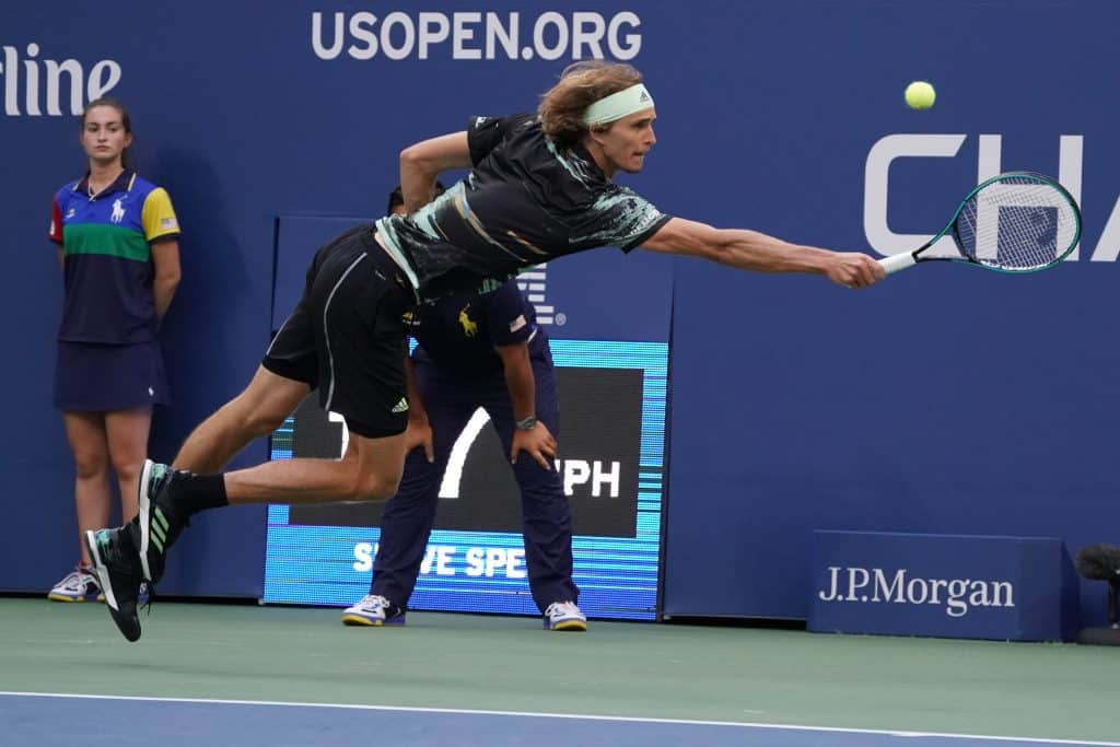 bolita Mal Hay una tendencia  Alexander Zverev's Tennis Shoes | What Shoes Does Zvever Use?